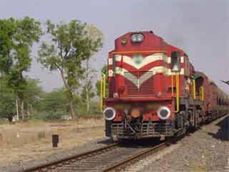 Railway Track : बारिश में ट्रेन की सुरक्षा के लिए जीपीएस से रखेंगे पटरियों पर नजर
