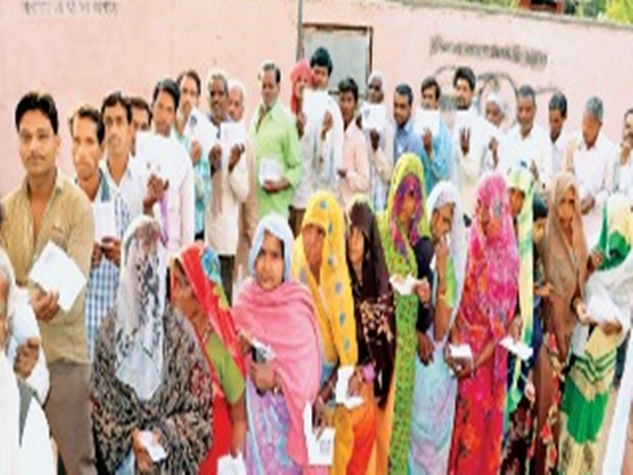 PHOTOS: उपचुनाव मतदान में दिखा गजब का उत्साह