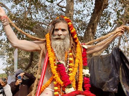 Prayag Kumbh: उदासीन अखाड़े की पेशवाई में दिखे संस्कृति और भक्ति के रंग