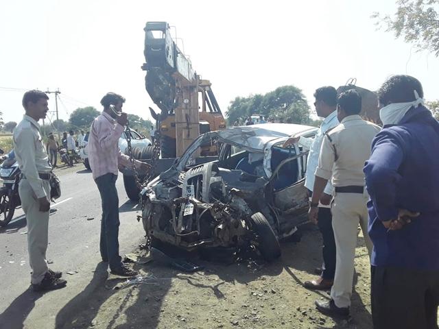 उज्जैन-बड़नगर मार्ग पर हादसा, डंपर की टक्कर से दंपती की मौत