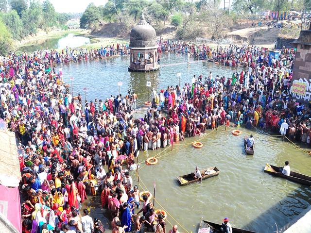 Chaitra Amavasya 2019 : उज्जैन और ओंकारेश्वर में उमड़ा श्रद्धालुओं का सैलाब, दिनभर चला दान-पुण्य का दौर