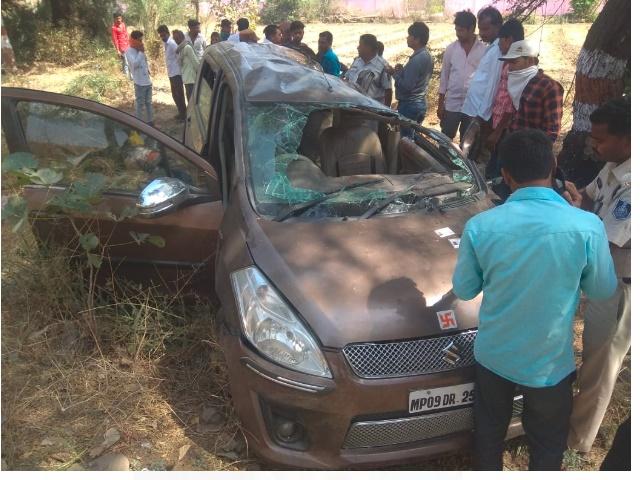 Ujjain Car Accident Video: तेज रफ्तार कार पलटी, हादसे में 4 की मौत, 4 घायल