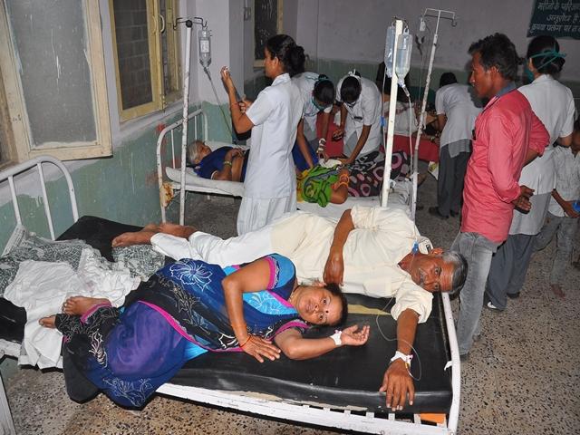 Madhya Pradesh : उज्जैन जिले में तीन कार्यक्रमों में खाना खाने से 150 से अधिक बीमार