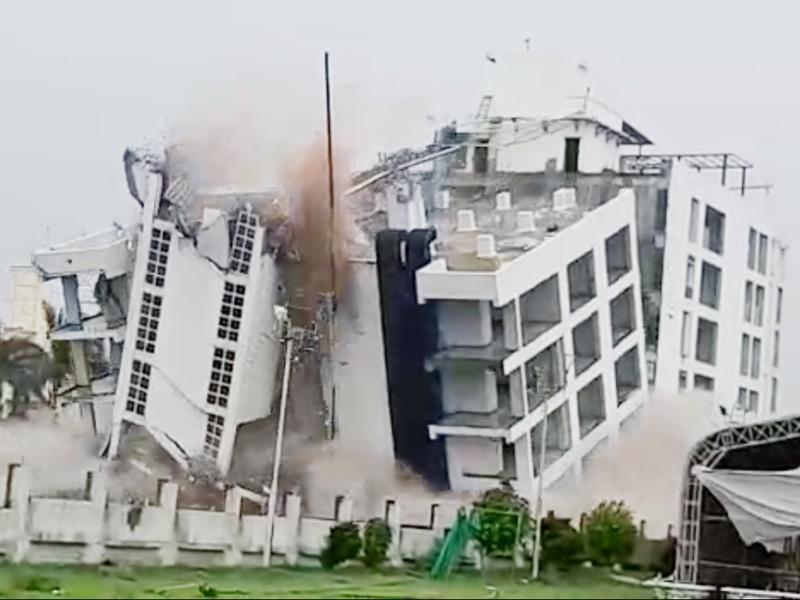 Live Video Ujjain News : धमाके के साथ जमींदोज हुई 20 करोड़ की होटल शांति क्लार्क इन