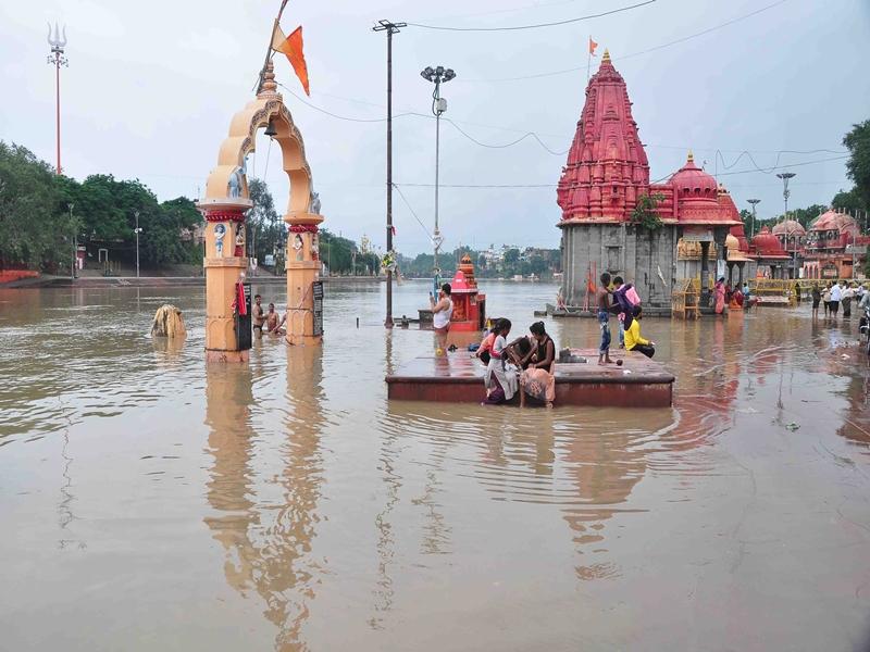 Rain in Ujjain : शिप्रा नदी के छोटे पुल और रामघाट पर अब भी पानी