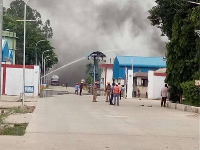 उन्नाव में हिंदुस्तान पेट्रोलियम के प्लांट में टैंक फटा, फायर ब्रिगेड की टीमें मौके पर