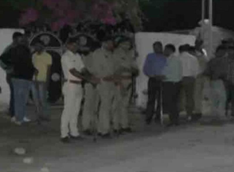 गुजरात : पैसों के विवाद में दो समुदायों में खूनी संघर्ष, दो की मौत