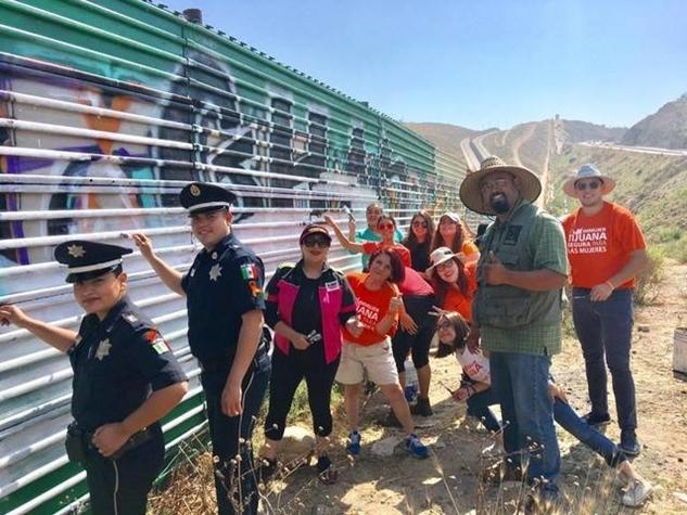 अमेरिका मैक्सिको की दीवार पर बन रहा है सबसे बड़ा म्यूरल