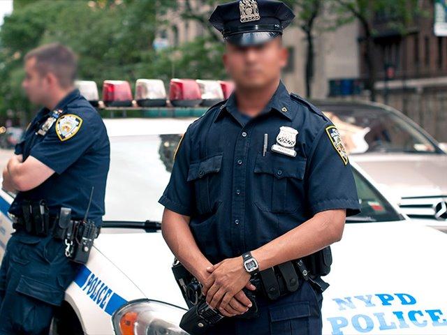 अमेरिकी महिला पुलिसकर्मी ने पति और प्रेमी की बेटी की हत्या के लिए भाड़े पर लिया हत्यारा