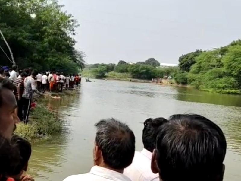 Madhya Pradesh : शाजापुर में कुएं में गिरी स्कूल वैन, 3 बच्चों की मौत, भिंड में नदी में डूबे दो बच्चे