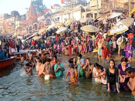 Kumbh Mela 2019 : बाबा भोलेनाथ की नगरी में निखरने लगी स्नान पर्व की रंगत