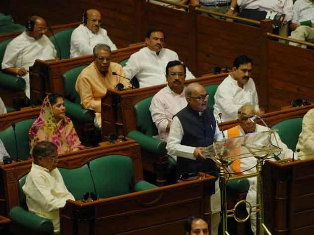 बजट भाषण में सोते नजर आए कई मंत्री और विधायक