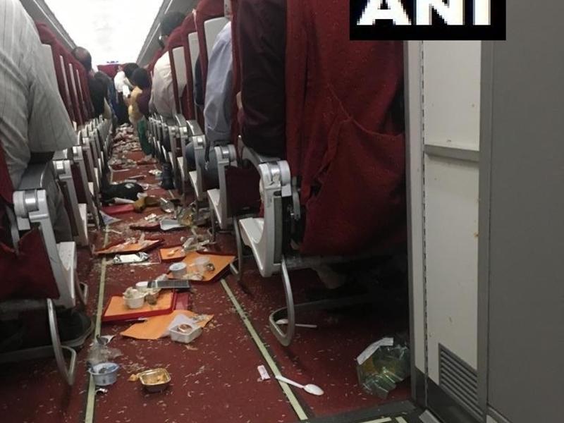 तेज हवाओं में फंसकर क्षतिग्रस्त हुआ एयर इंडिया का विमान, यात्री सुरक्षित