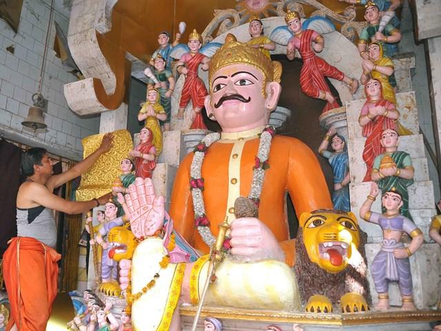 500 साल पुराना है विक्रमादित्य मंदिर, दर्शन से ग्रहों के दोष दूर होने की मान्यता