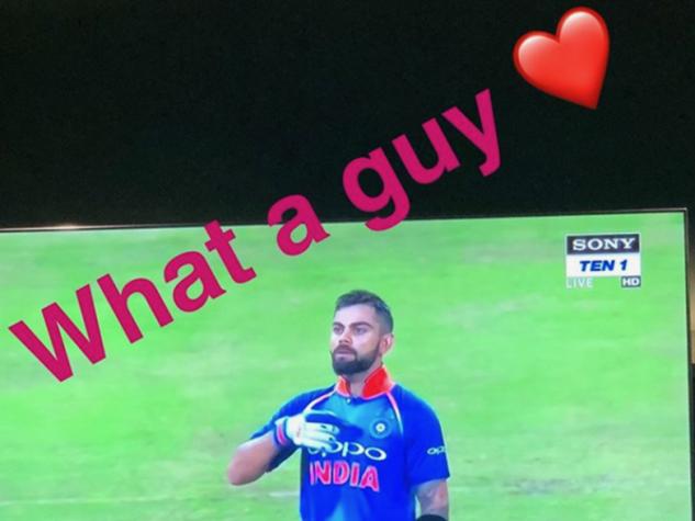 Photos : मैच के दौरान विराट को एेसे मिला अनुष्का का प्यार