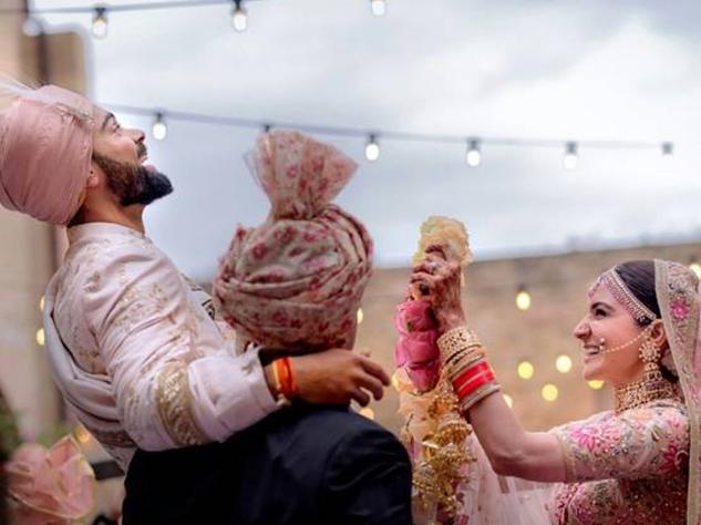 शनि मंदिर के पुजारी पवन कुमार ने कराई विराट और अनुष्का की शादी
