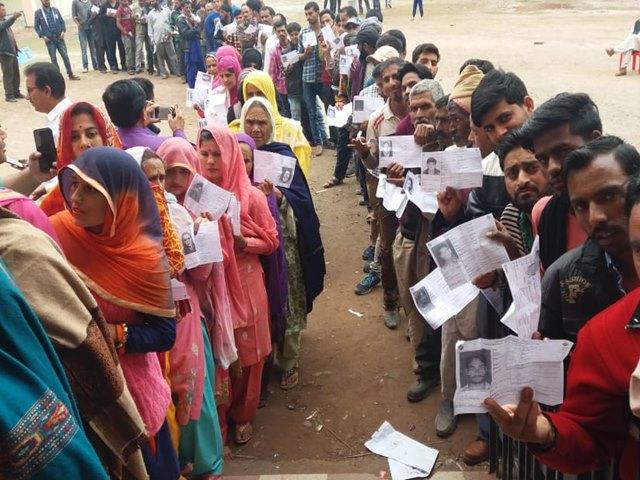 Lok Sabha Phase 2 Polling Live Updates: बिहार में 3 बजे तक 45.77 प्रतिशत मतदान, फतेहपुर सिकरी में ग्रमीणों ने किया बहिष्कार