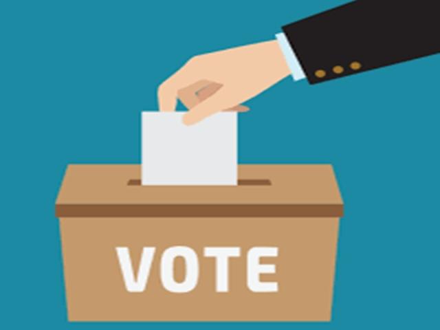 Chhattisgarh : 11 अप्रैल को है मतदान, दंतेवाड़ा में बांट रहे 18 अप्रैल वाली मतदाता पर्ची