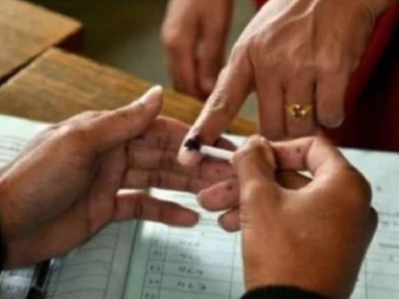 रामपुर उपचुनाव में तीन महिला BLO धांधली करते गिरफ्तार, 20 चुनावी एजेंट भी हिरासत में