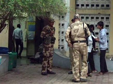 गुजरात चुनाव: किस VIP ने कहां वोट डाला, देखें तस्वीरें
