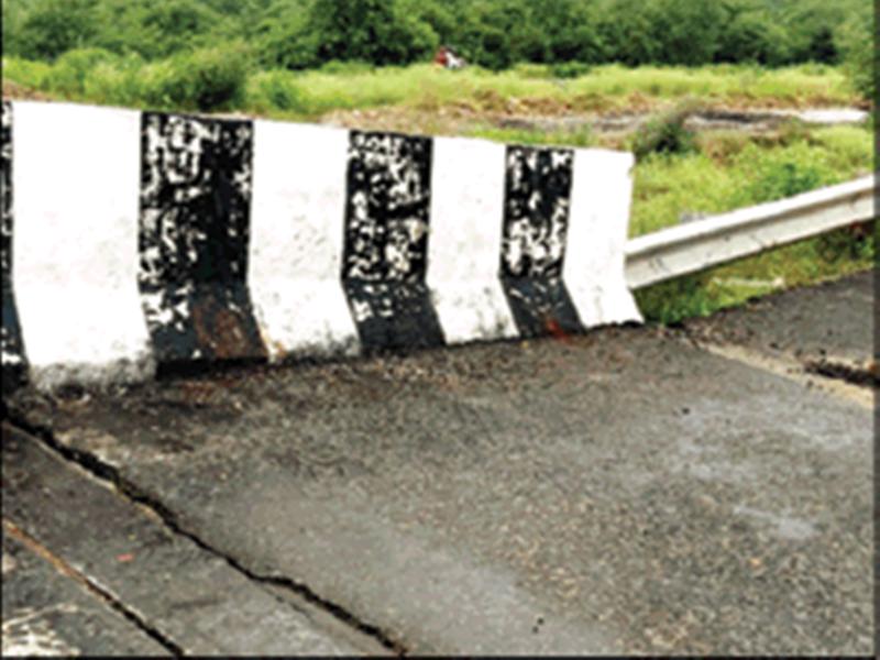 सालभर पहले बने गाराघाट पुल पर आई दरार, शिवपुरी ग्वालियर फोरलेन बारिश में हुआ खस्ताहाल
