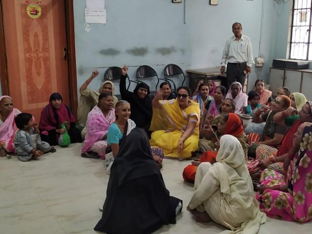Burhanpur में जल संकट, लोगों ने नगर निगम में फोड़े मटके