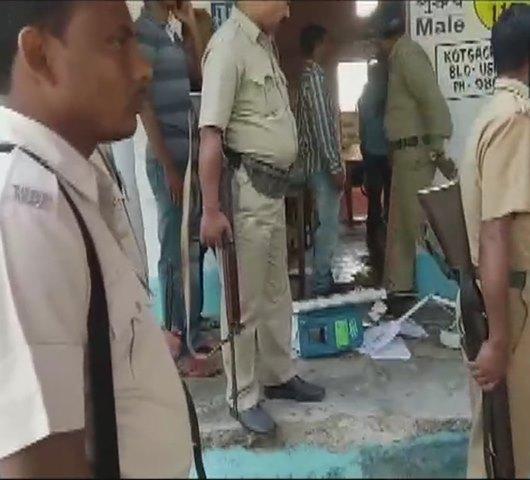 Phase 2 Voting For Lok Sabha Election Live: पश्चिम बंगाल में TMC और BJP समर्थकों में झड़प में EVM को नुकसान
