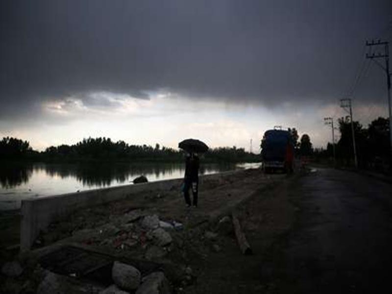 Chhattisgarh Weather Updates : लगातार बादल छा रहे, मगर बरस नहीं रहे