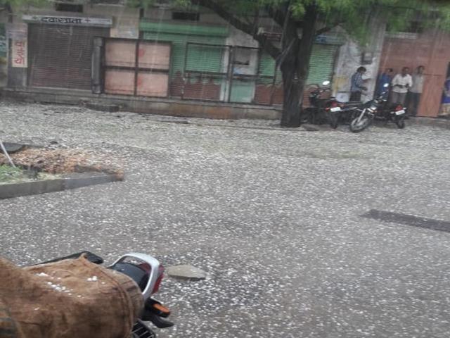 Madhya Pradesh Weather : मध्यप्रदेश में आंधी, बारिश और ओलों का कोहराम, 14 लोगों की मौत