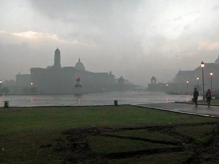 Weather Update: Delhi NCR समेत कईं राज्यों में बारिश से अभी नहीं मिलेगी राहत, बढ़ेगी ठंड