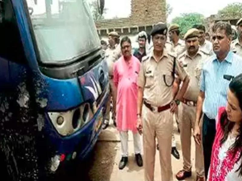 Bharatpur Bus high tension wire accident: बस पर गिरा हाईटेंशन बिजली का तार, एक महिला की मौत, 11 की हालत गंभीर