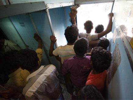 जनरल कोच के टॉयलेट में महिला यात्री का प्रसव