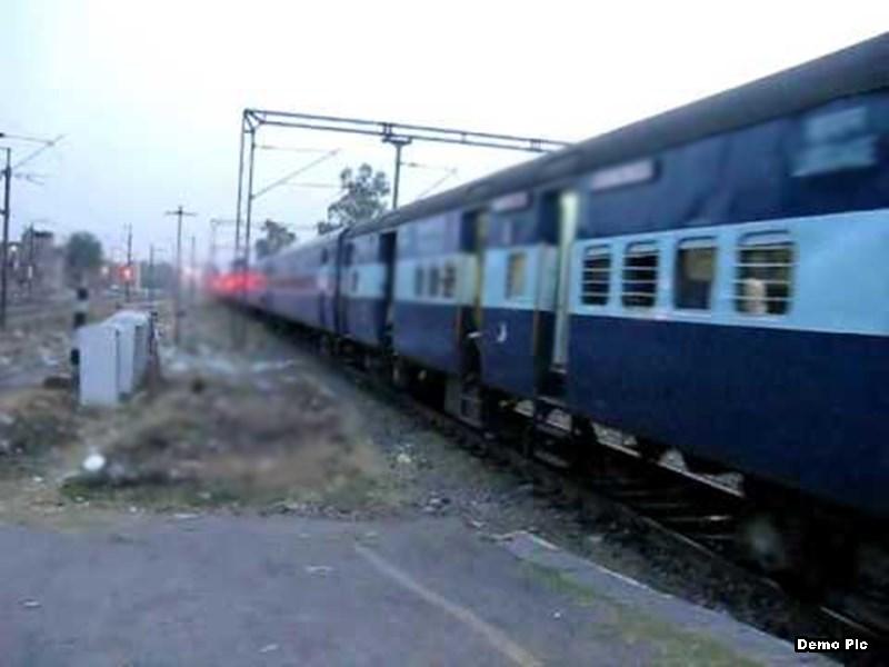 मेघनगर में ट्रेन से गिरी महिला और दो बच्चे, झाबुआ किया गया रेफर ! Jhabua News