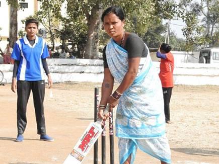 women mandala cricket 2017128 182941 08 12 2017
