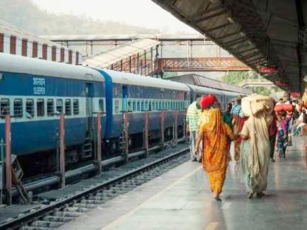 ट्रेन में 11 लाख के गहने और नगदी से भरा बैग मिला, महिला ने लौटाया