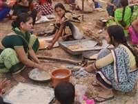 बुरहानपुर में 800 महिलाओं ने 100 चूल्हों पर बनाई रोटियां
