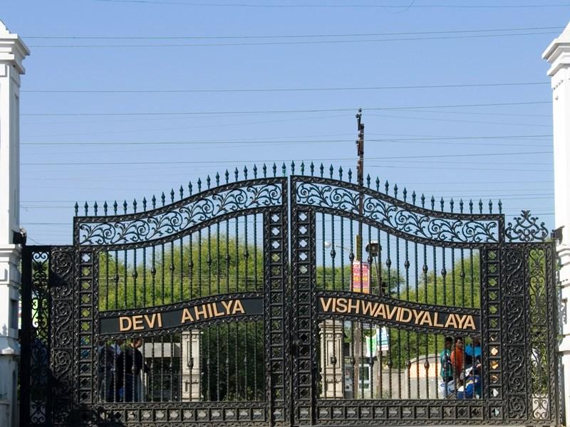 डीएवीवी के योगा विभाग में पहली बार होगा प्लेसमेंट, चार लाख का पैकेज ऑफर होगा